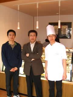 シンゴシェフとお弟子さん第一号さんとの記念写真!お弟子さんは大阪のT調理師学校を卒業されて弟子入り志願されたそうです。