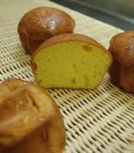 名前の通り、黄金色に輝くキメ細かな生地。やわらかいのに適度なコシのある、ふっくりとした噛みごたえは、他のパンにもお菓子にもない独特のもの。しっかりと熟成することで生まれる、ほのかな甘さと、しっとり感が上品な味わいだ。