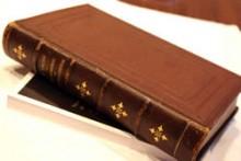 パリの古書店で見つけた宝物は、ピエール・ラカム著の「Le Mémorial de la Pâtisserie」。発行は1898年であるが、今も現役の力強さでフランス菓子の基本を説き、語りかけてくれる一冊。
