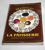 フランスに奥深く入りこむため言葉は不可欠と、まずは語学学校に通った豊長シェフ。普段の生活の中でも積極的に交友関係を築いて上達に努めた。とはいえフランス菓子の専門用語はまた別。苦心して読み通した教科書の最終ページには「読破したぞ!」のサインと日付が輝いている。